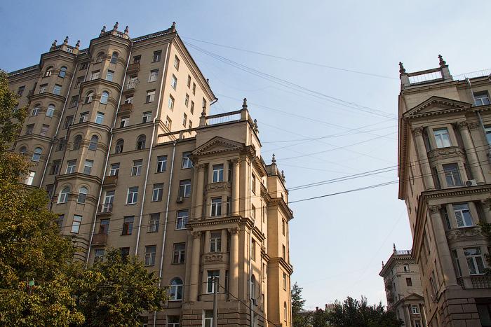 Квартал сталинских домов на месте кладбища
