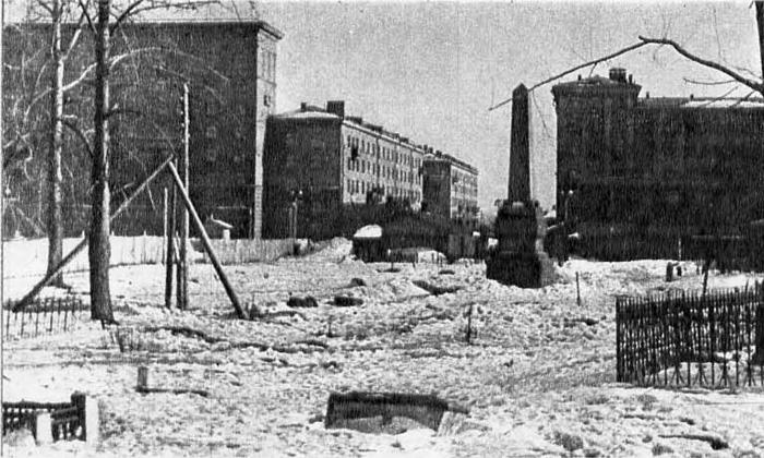 Памятник над братской могилой воинов, погибших в 1812 году. Дорогомиловское кладбище, 1947-1950 гг.