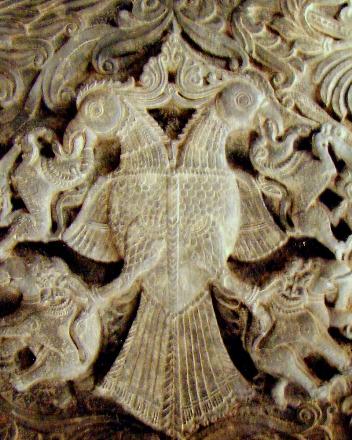 Барельеф Гандаберунды в храме Рамешвара в Келади (Индия)