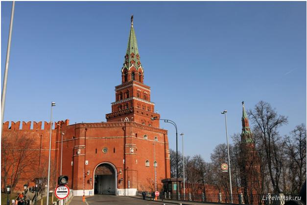Кремлевские башни-пирамиды (Боровицкая башня) – именно с них, а не с американских небоскребов «срисовывался» дизайн сталинских высоток