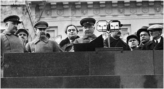 Советское руководство на трибуне Мавзолея