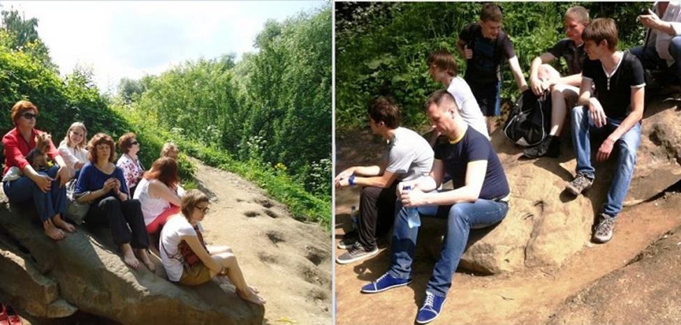 Гости Коломенского принимают целительские процедуры на камнях